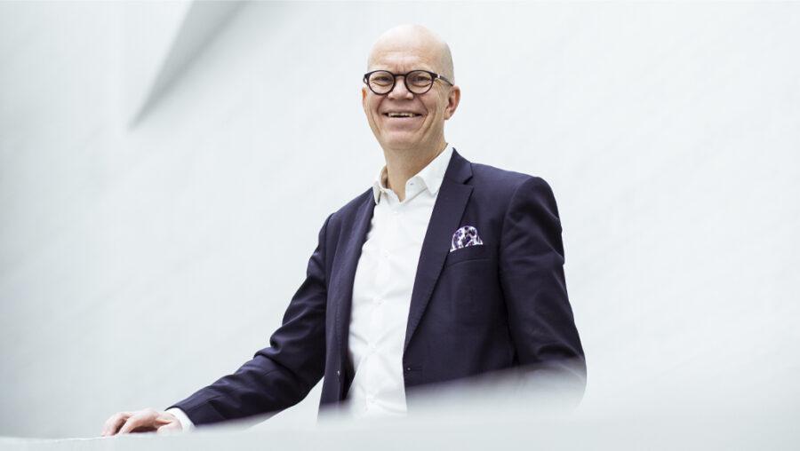 Kuvassa hymyilee Kuntarahoituksen toimitusjohtaja Esa Kallio.