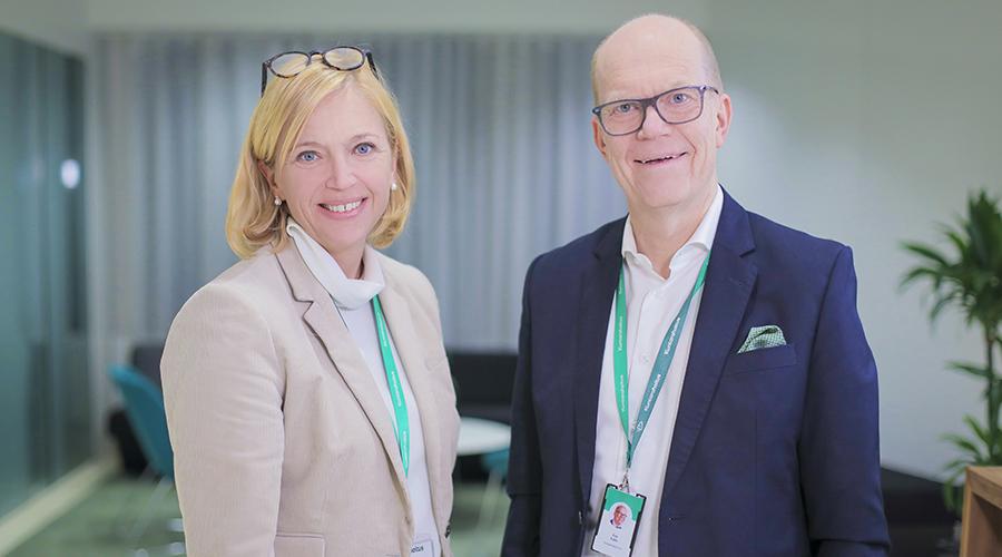 Nuori yrittäjyys ry:n toiminnanjohtaja Virpi Utriainen ja Kuntarahoituksen toimitusjohtaja Esa Kallio