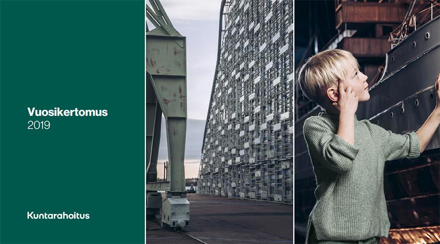 Kuntarahoituksen vuosikertomuksen 2019 kansikuva, jossa on Kotkan merimuseo sekä museossa laivan pienoismallia tutkiva poika.