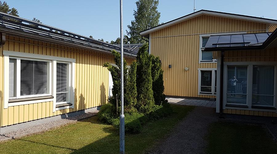 Kuvassa on MVH Asuntojen Lukkarin julkisivua.