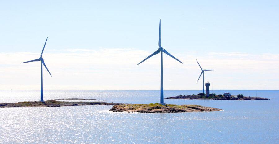 Kuvassa on tuulimyllyjä Ahvenanmaan saaristossa.